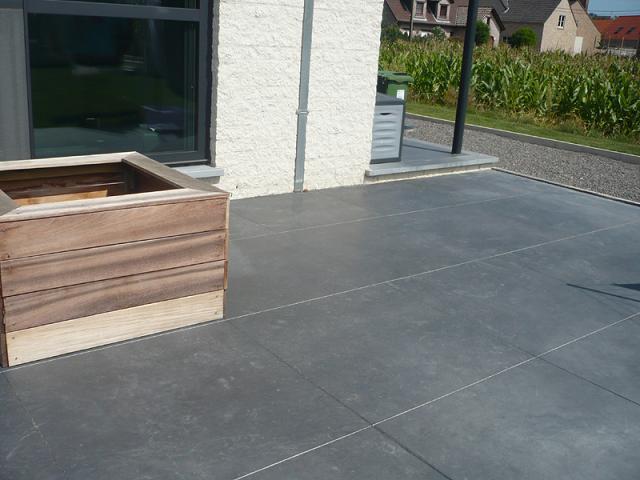 Beton vloeren - Dek een terras met tegels ...