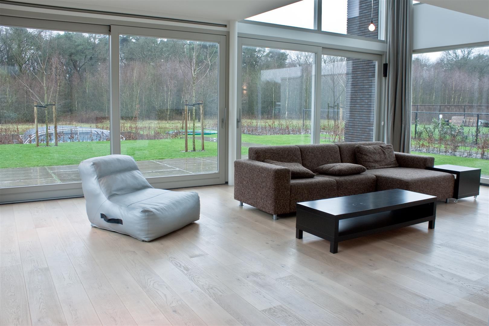 Tegels en houten vloer overgang strak zonder profiel