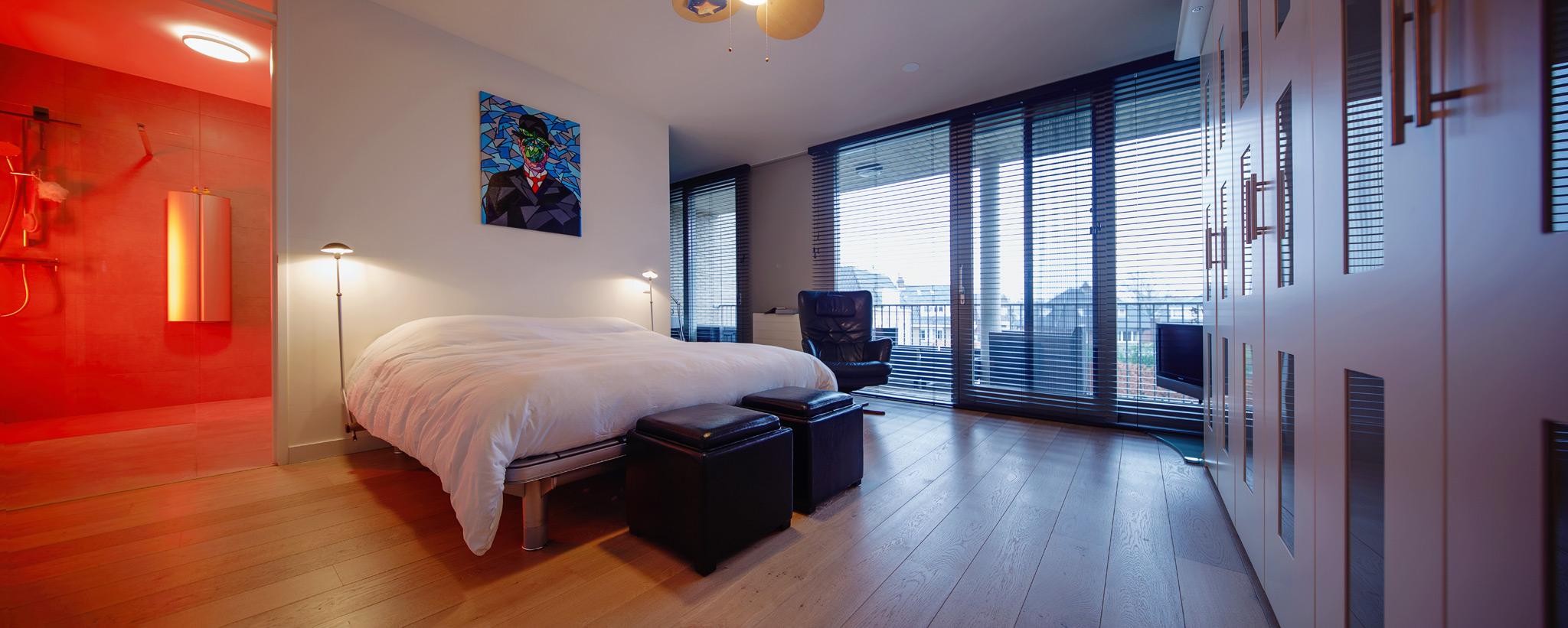https://www.morefloors.nl/application/files/9214/8830/1478/MoreFloors_-_vloeren_Breda_Parket_Tegels_Slaapkamer_europees_eiken_wit_geolied__multiplank_Pvc_Bamboe_vloeren_parket_eiken_vloer_appartement.jpg