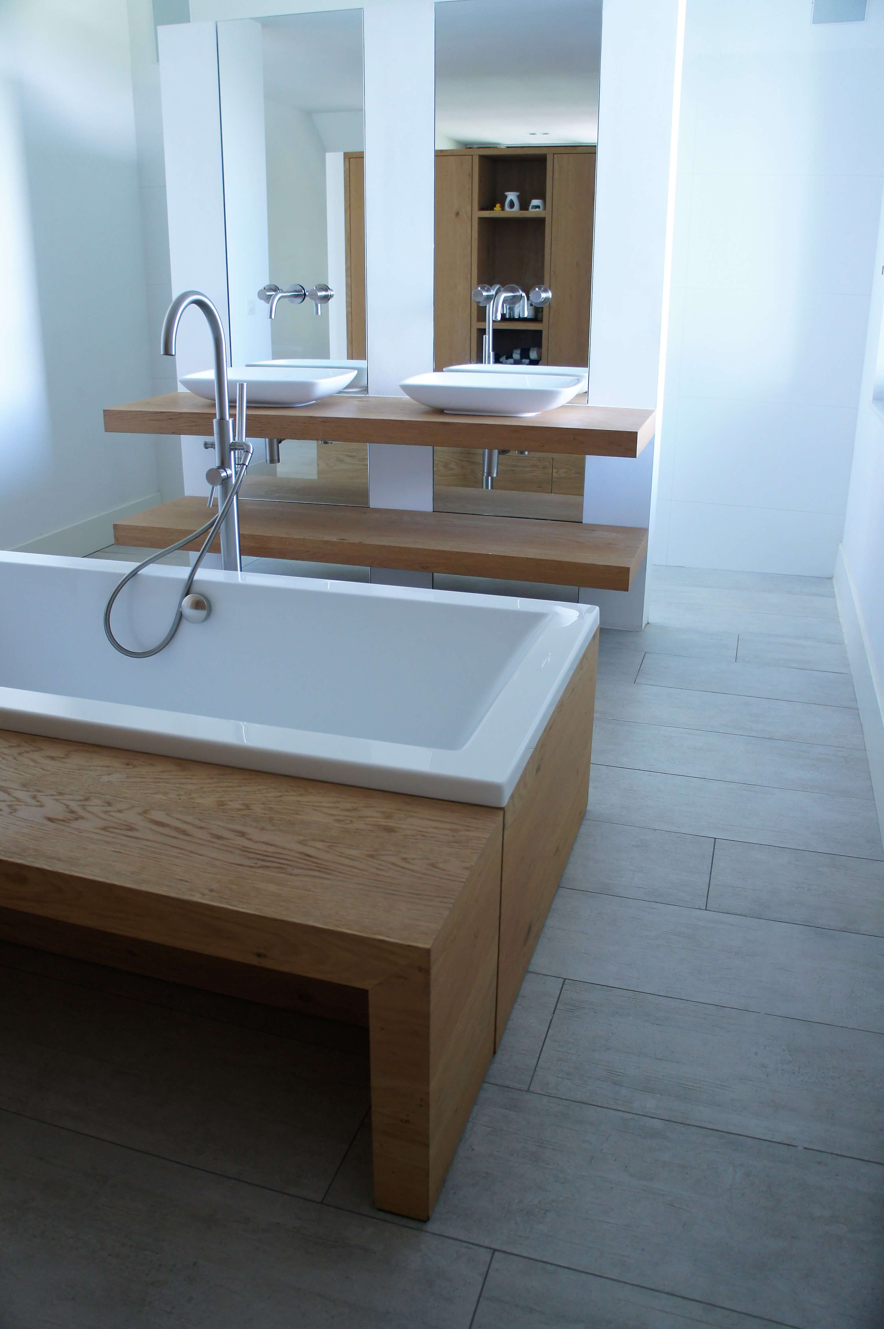 Houtlook tegels badkamer - Houten Vloeren Morefloors Breda